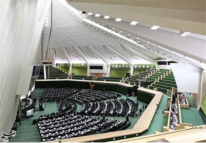 شروع جلسه علنی مجلس با 95 کرسی خالی، سخنرانی رئیس مجلس اندونزی در صحن مجلس