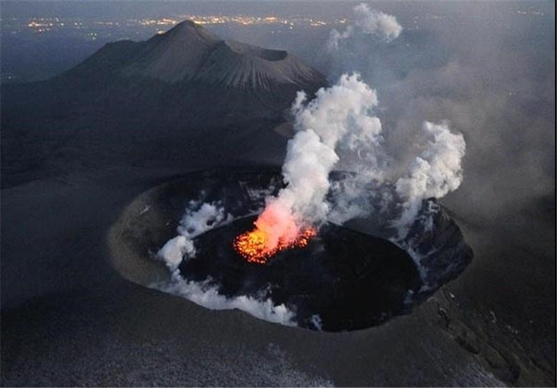 فعالیت دو آتشفشان اندونزی موجب اختلال در پروازها شد