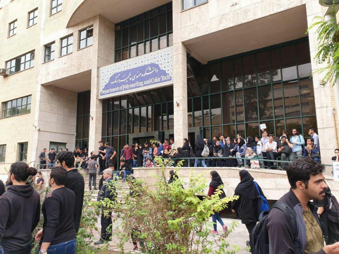 دانشجویان امیرکبیر در اعتراض به قانون سنوات و هم نیازی دروس تجمع کردند