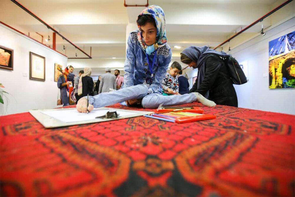 بازدید وزیر ارشاد از آثار هنرمندان معلول