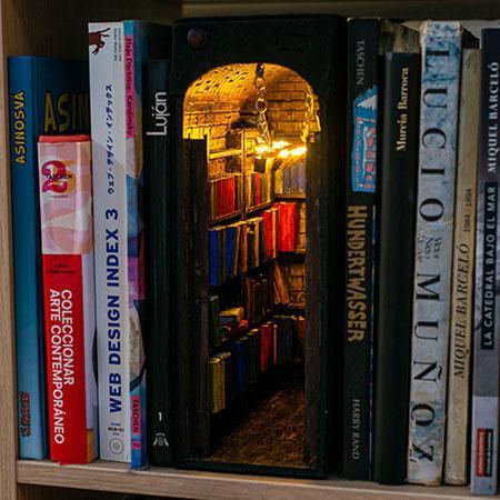 در هایی کوچک به سوی فضا های خیالی در قفسه های کتاب