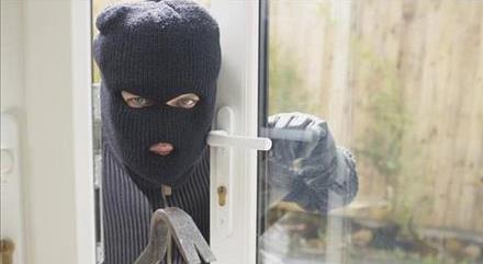 آیا می توان دزدی که وارد خانه شده را کتک زد؟