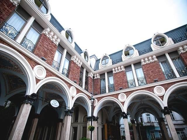 هتل پیازا فور کالرز باتومی و عکس و رزرو
