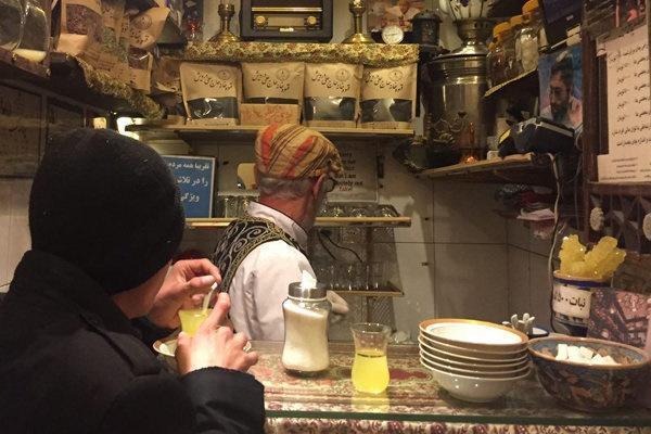 یک استکان چای در کوچک ترین کافه جهان