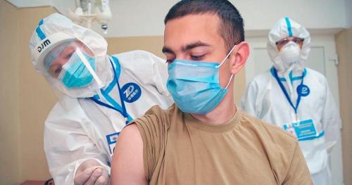خبرنگاران کرونا، روس ها خشنود از شروع واکسیناسیون و غرب در تقلای فضاسازی