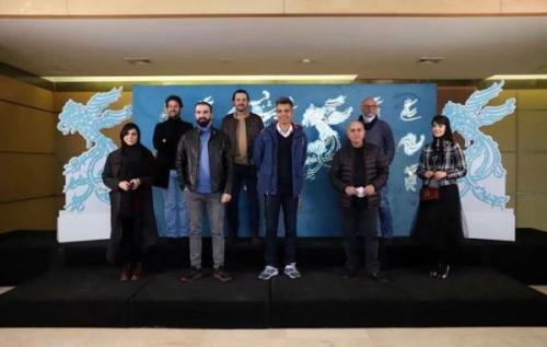 جشنواره فیلم فجر 99 شروع شد؛ عادل فردوسی پور برای بی همه چیز به سینما آمد
