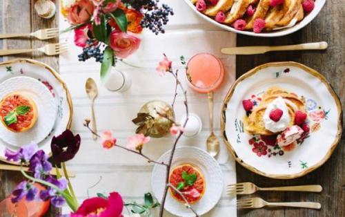 20 مدل تزیین میز صبحانه عروس
