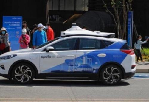 تاکسی خودران روباتیک در چین شروع به کار کرد