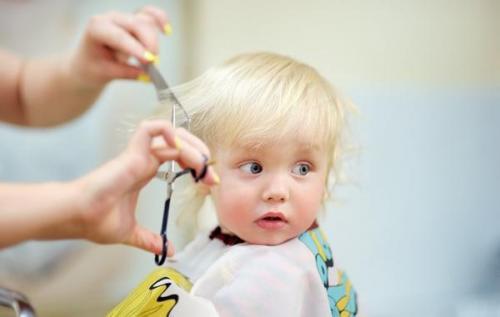 چگونه موی بچه ها را در خانه کوتاه کنیم؟ (راهنمای گام به گام)