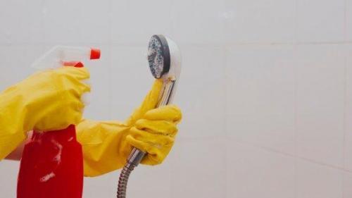 6 مرحله برای تمیز کردن سر دوش